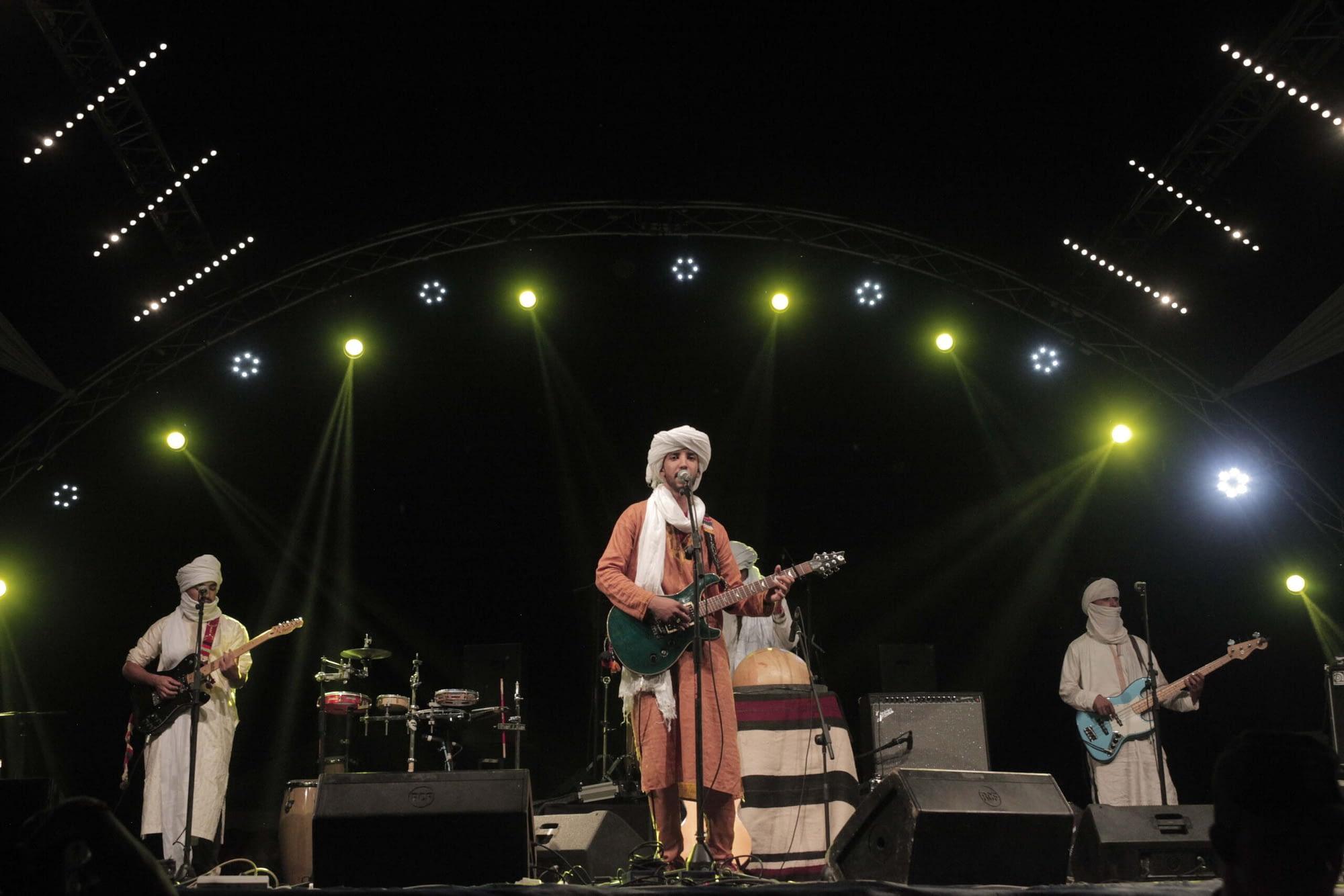 Izouran N-Sahara Playing Live | Hit the road music studio