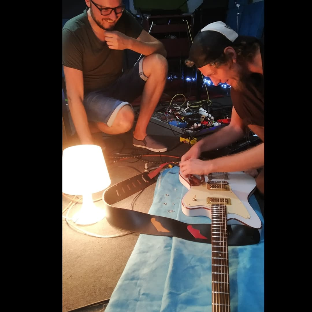 fixing piotrs guitar Right image size | Hit the road music studio