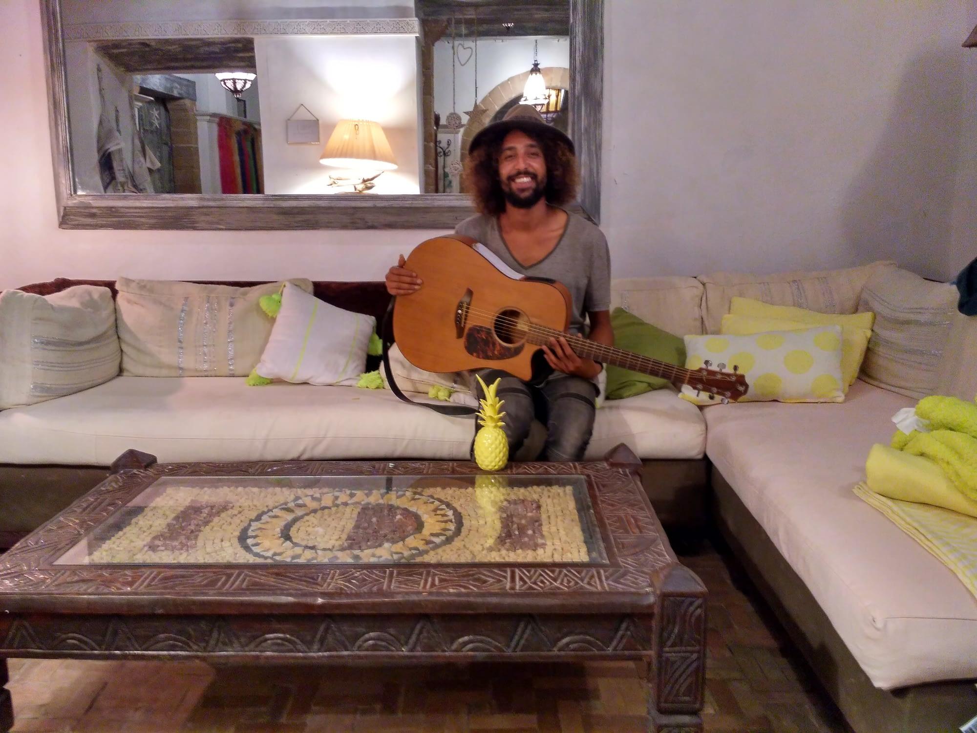 simo curly singer songwriter
