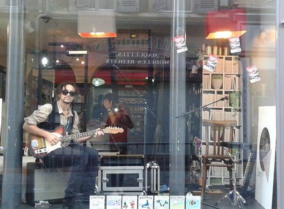 Ashtray playin guitar