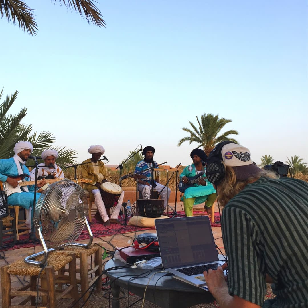 Ady recording with daraa tribes in the desert with his mobile studio by 49 degrees | Hit the road music studio