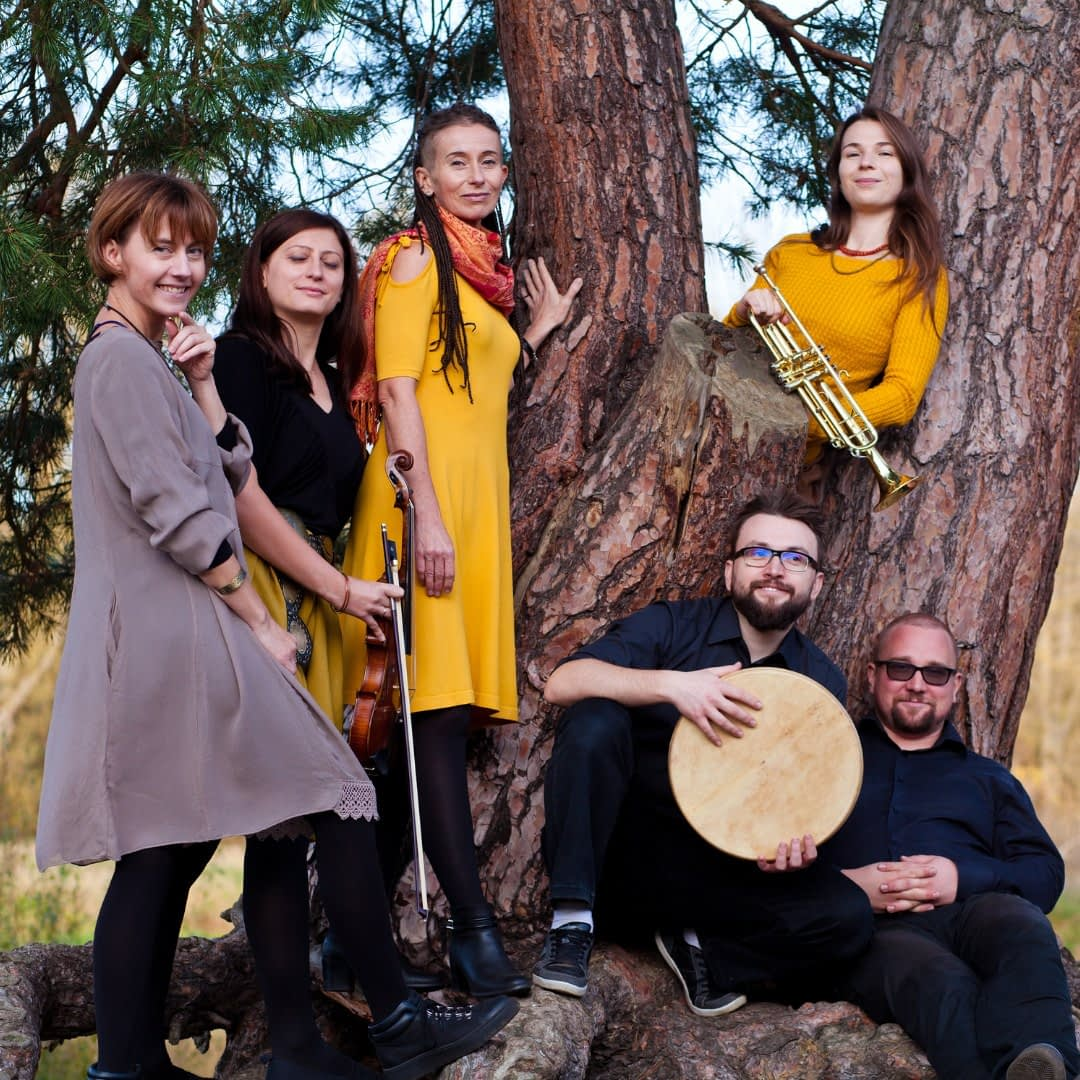 Projekt Kobieta Band together with instruments   Hit the road music studio